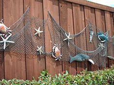 Awesome Fence Art Ideas for Your Awesome Fence Art Ideas . Awesome Fence Art Ideas for Your Awesome Fence Art Ideas for Your uw woonkamer met een eenvoudige zomer mantel. Backyard Beach, Backyard Fences, Garden Fencing, Beach Porch, Pool Fence, Ocean Themes, Beach Themes, Fish Net Decor, Deco Marine