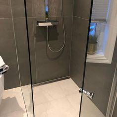 """Purus on Instagram: """"Storformat fliser i dusjen går fint så lenge du benytter Purus designsluk👍😊 #baderomsinspo #baderom #baderomsinspirasjon…"""" Bathtub, Bathroom, Blog, Design, Standing Bath, Bath Room, Bath Tub, Bathrooms, Blogging"""