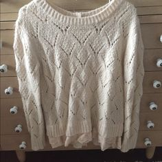 Anthropologie lilis closet lace hem sweater Light pink sweater with crochet lace hem. Buttons down the back so can be used as a cardigan as well. Sz Xs. I never wore it but I purchased from someone else who lightly used it. No trades Anthropologie Sweaters Crew & Scoop Necks
