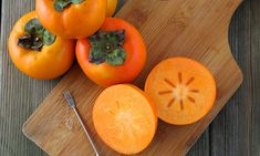 What are persimmons and how do you eat them? We offer you a few tips to eating persimmons & a few great persimmon recipes to share too. How To Eat Persimmon, Persimmon Jam Recipe, Persimmon Recipes, Did You Eat, Cooking 101, Healthy Living, Food, Image, Outdoor