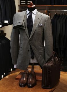 Grey suit + Brown accessories