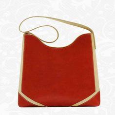 76c187cba Elegantná kožená kabelka s jednoduchým moderným dizajnom. Kabelka je  vyrobená z pravej kože, je
