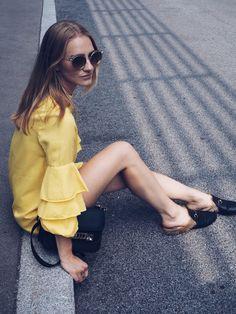 POSCHSTYLE, yellow dress, fashion inspiration, streetstyle, gucci, proenza schouler, roberto cavalli