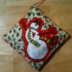 happy snowmanhttp://handmadetalesofdiyderringdo.wordpress.com/tag/christmas/