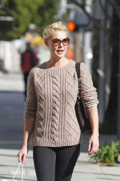 7a5758c37c2dc Katherine Heigl, Colorful Fashion, I Love Fashion, Fairy Godmother, Just  Love, Love Her, Jumpers, 1950s, Tricot