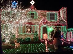 Decorating homes, lawns and trees with decorative lights is one of the most beloved holiday traditions. Tastefully executed Christmas decorations can evo. Hanging Christmas Lights, Christmas Light Displays, Outdoor Christmas Decorations, Holiday Lights, Xmas Lights, Outdoor Decorations, Tacky Christmas, Magical Christmas, Little Christmas