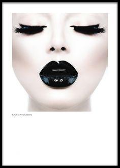 Plakat med fotokunst, sorte glansfulde læber.