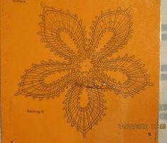 De mis tareas pendientes deciros que ya termine la flor de bolillos, ahora tengo que hacer una un poco mas grande que ya está en marcha. ... Bobbin Lace Patterns, Victorian Lace, Lace Heart, Lace Jewelry, Lace Collar, Compass Tattoo, Lace Detail, Loom, Tatting