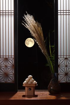 Moon-viewing festival (Tsuki-mi), usually in September 月見団子…