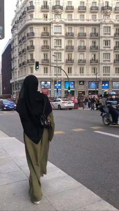 Niqab Fashion, Modest Fashion, Fashion Outfits, Stylish Hijab, Casual Hijab Outfit, Mode Abaya, Mode Hijab, Hijab Niqab, Muslim Women Fashion