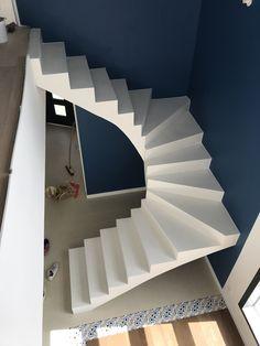 Staircase Design Modern, Spiral Stairs Design, Stair Railing Design, Home Stairs Design, Home Room Design, Home Interior Design, Flat House Design, Bungalow House Design, House Front Design