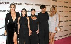 Wie had dat verwacht, de Kardashians & zingen!  Bekijk hun cadeau voor moeder Kris >>