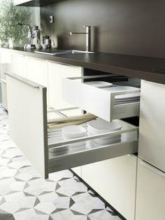 RINGHULT tiroir-deux grands tiroirs partout aménagés à la carte à l'intérieur,TB.