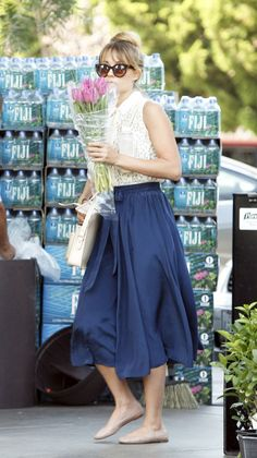 Lauren Conrad looking cute during a grocery run!