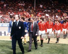 Dave Sexton leads United out in the 1979 FA Cup final against Arsenal