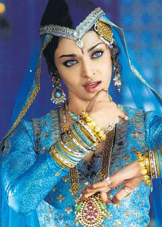 Celtic Tattoo Designs Bollywood Actress Aishwarya Rai dressed for a Filmi Qawwali Aishwarya Rai, Bollywood Stars, Most Beautiful Women, Beautiful People, Exotic Beauties, Indian Bridal, Indian Beauty, Indian Outfits, Bollywood Actress