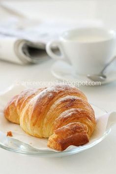 croissant from Paris Good Morning Breakfast, Breakfast Cake, Quick Easy Desserts, No Cook Desserts, Burritos, Bake Croissants, Croissant Recipe, Easy Banana Bread, Sweet Pastries