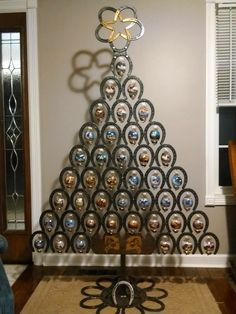 Christmas Tree Themes : Absolutely love this horse shoe made Christmas tree from Jean Bowling on Faceboo… Horseshoe Projects, Horseshoe Crafts, Horseshoe Art, Metal Projects, Metal Crafts, Horseshoe Ideas, Art Projects, Lucky Horseshoe, Welding Crafts