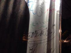 あるかどうかもわからないシュンスケさんのサインを見つけた自分えらいと思う。