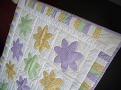 Daisy quilt for Emy-Louise