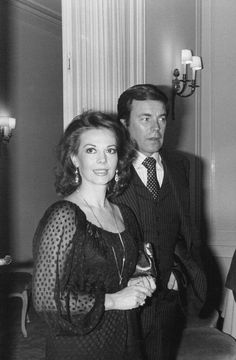 Natalie with Robert Wagner at a cocktail party to honor the beginning of film shooting The Concorde… Airport '79, November 21, 1978, in Paris.