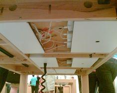 Apple Store - organização de cabos e sob a mesa.