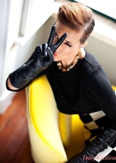 Black Leather Gloves, Leather Accessories, Fashion Accessories, Gloves Fashion, Fashion Tights, Women's Fashion, Cristina Ferreira, Elegant Gloves, Long Gloves