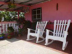 Detalle terraza Vinales, Cuba, Rocking Chair, Furniture, Home Decor, Bus Station, Ensuite Bathrooms, Cozy, Parking Lot