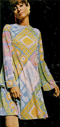 """Audrey Hepburn wearing a dress designed by Ken Scott from a custom jersey silk print, created for Audrey's character 'Joanna Wallace' in """"Two for the Road"""", 1967 ~ William Klein, 1966 1960s Fashion, Vintage Fashion, Classic Fashion, Trendy Fashion, Fashion Ideas, Belle Epoque, Audrey Hepburn Born, Ken Scott, William Klein"""