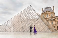Pre wedding picture of Asian couple eloping in Paris. Louvre Museum Pyramid