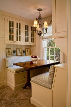 Booth-style breakfast table. Love #homedesign