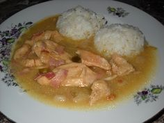 Thai Red Curry, Food And Drink, Rice, Meat, Chicken, Ethnic Recipes, Nova, Drinks, Cooking