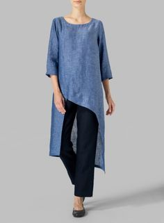 Linen Asymmetrical Tunic Fluttery, romantic and displaying the refined tailoring of VIVID Linen. Cascading detail for graceful movement with each step. Maxi Shirts, Shirt Blouses, Miss Me Outfits, Cool Outfits, Clothing Patterns, Dress Patterns, 60 Fashion, Fashion Trends, Linen Shop