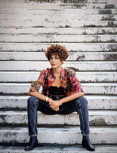 Whitney Houston Albums, Whitney Houston Pictures, Pretty Black, Beautiful Black Women, Music Icon, Bobby Brown, Female Singers, Running Women, Black Girl Magic