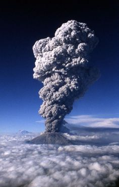 Mt St Helens The eruption It covered the valley of Yakima, WA in 2 ft of ash! is part of Volcano - Natural Phenomena, Natural Disasters, Volcan Eruption, Fuerza Natural, Dame Nature, Saint Helens, Evergreen State, Wild Nature, Washington State