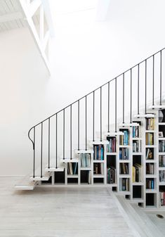 8 Examples of stairs that do double-duty as bookshelves // These stairs in a…