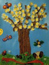 Bonito árbol primaveral para decorar el aula