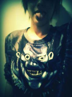 New sweat Ryuk  http://fr.sheinside.com/Blue-Long-Sleeve-Skull-Print-Loose-Sweatshirt-p-159166-cat-1773.html