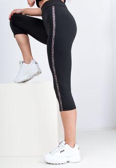 Čierne športové legíny v 3/4 dĺžke s leopardím pruhom na boku. Spandex, Fit, Pants, Fashion, Trouser Pants, Moda, Shape, Fashion Styles, Women's Pants