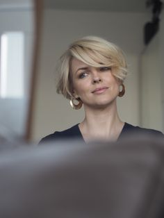 Short hairstyles - short bob - Short hairstyles for women. Model Ali Bailey with short bob hairstyle. Head to alibaileylondon on - Best Short Haircuts, Short Hairstyles For Women, Hairstyles With Bangs, School Hairstyles, Medium Hairstyles, Easy Hairstyles, Summer Haircuts, Blonde Hairstyles, Pixie Haircuts