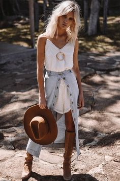 How sweetly sassy is this look?!! Boho Style, Bohemian, Gypsy