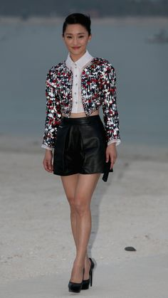 Zhou Xun attends the Chanel Cruise Collection Photocall at The Island on May 2014 in Dubai, United Arab Emirates. Star Fashion, Paris Fashion, Chanel Style Jacket, Balmain Dress, Cruise Collection, Chanel Cruise, Boucle Jacket, Jeans And Sneakers, Chinese Actress