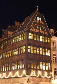 Maison Kammerzell, Strasbourg, Alsace, France   Maison Kammerzell, Straßburg, Elsass, Frankreich #travel #reisen   http://nicolos-reiseblog.de/sehenswuerdigkeiten-in-strassburg-zu-weihnachten