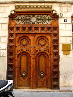Door in Valencia Grand Entrance, Entrance Doors, Doorway, Front Doors, Modern Entrance, Knobs And Knockers, Door Knobs, Door Handles, Old Doors