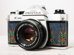 Pentax K1000 - functional vintage 35 mm film analog SLR camera, Genuine Leather, 50mm f:2 portrait lens, Original Neckstrap, New Lightseals!