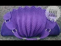 Marvelous Crochet A Shell Stitch Purse Bag Ideas. Wonderful Crochet A Shell Stitch Purse Bag Ideas. Crochet Doily Rug, Crochet Shell Stitch, Crochet Tote, Crochet Handbags, Crochet Purses, Love Crochet, Crochet Gifts, Crochet Hooks, Crochet Purse Patterns