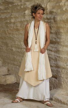 Tunic 'Losange': salmon/beige mixed linen worn aver a   white Sarouel/skirt.