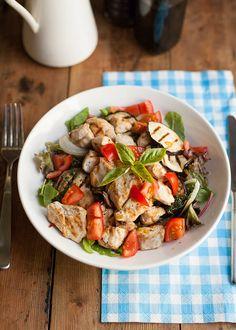 Italiaanse salade met aubergine en kip -