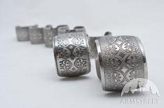 Bracelet exclusif avec six versions du motif à votre choix