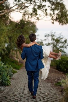 The rugged coastline of Malibu was the perfect spot for these two lovebirds: www.stylemepretty... Photography: Next Exit - www.nextexitphoto...